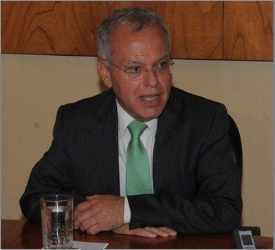 Ex ministro de Hacienda, nuevo embajador ante EEUU