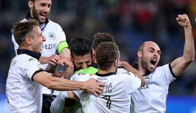 Roma y Fiorentina quedan eliminadas en Copa de Italia, Nápoles avanza