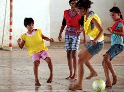 Municipalidad  promueve deportes en campamentos de damnificados