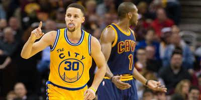 Warriors aplastan a Cavaliers en revancha de las Finales NBA