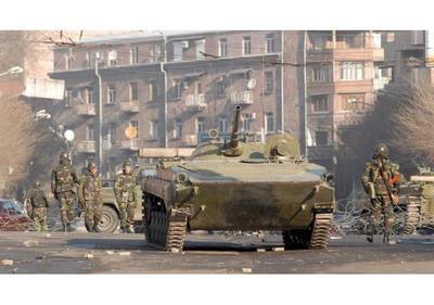 Estallan choques armados entre armenios y azerbaiyanos en Nagorno Karabaj