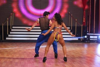 Escándalo! A Fabi Martinez se le escapó la toalla higiénica en pleno baile.
