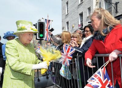 """La """"jefa"""" Isabel II cumple 90 años"""