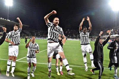 Roma vence a Napoli y la Juventus grita campeón