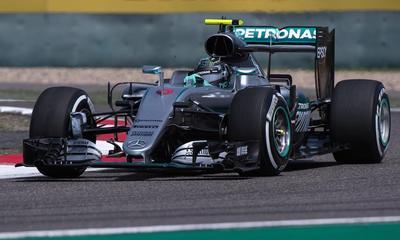 Los Mercedes dominan los primeros ensayos libres en Rusia
