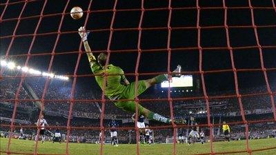 Con Azcona como héroe, Independiente del Valle elimina a Rivery pasa cuartos