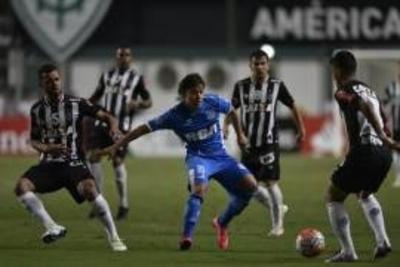 HOY / Mineiro se sacude a Racing y lo deja fuera