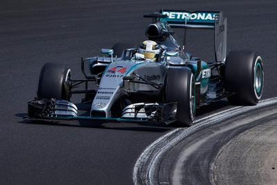 Hamilton y Rosberg abandonan el GP de España tras choque en primera vuelta
