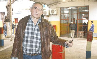 El escritor que relata historias desde la cárcel de Tacumbú