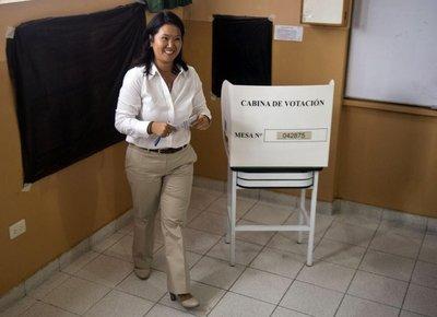 """Keiko Fujimori pide """"prudencia"""" ante resultados"""