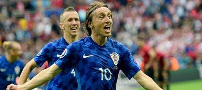 Modric le da la victoria a Croacia