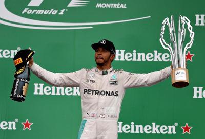 Hamilton mete presión en Fórmula 1