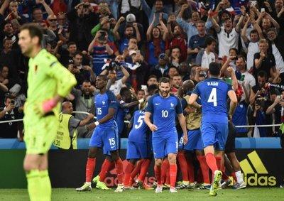 Francia se instala en octavos