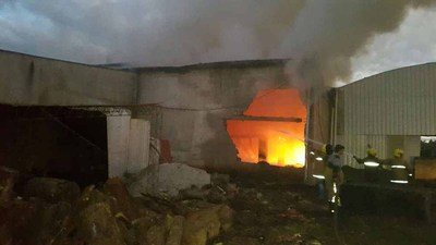 Incendio en una yerbatera deja millonarias pérdidas