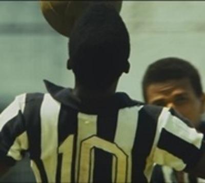Llevan al cine 'el nacimiento de la leyenda' de Pelé