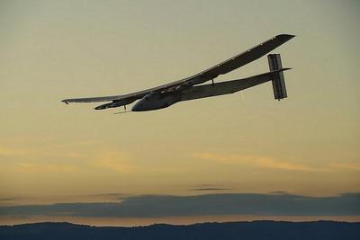 El avión Solar Impulse 2 aterriza en España