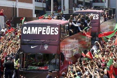 Los campeones tuvieron un espectacular recibimiento en Lisboa