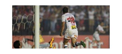 Calleri deja Sao Paulo como goleador del club en Copa