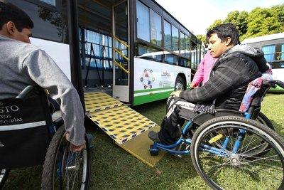 Sumarian a empresas de transporte por no utilizar rampas