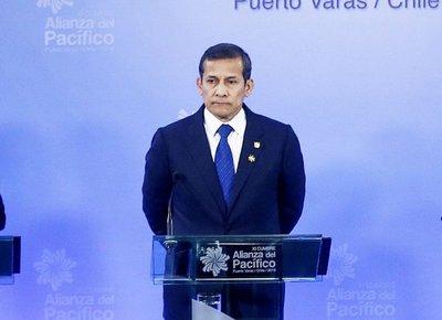 Humala deja poder con baja aprobación a su gobierno