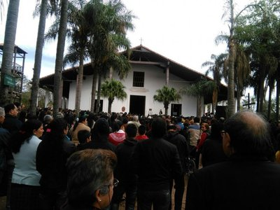 Con manifestación exigen restauración de iglesia de Yaguarón