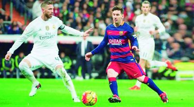 BBVA pierde el control del balón ante el Santander en la liga española