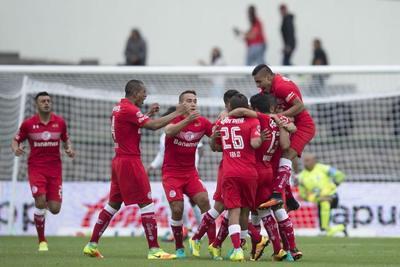 Toluca vence al campeón Pachuca en el fútbol mexicano