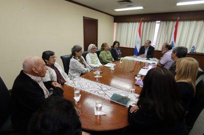 El indentende capitalino Mario Ferreiro se reunió con el consejo de Adultos Mayores de Asunción.