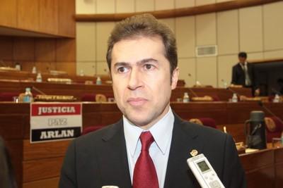 Castiglioni defendió su cuestionada actuación