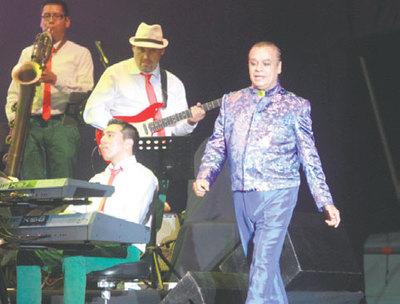 """""""Amor eterno"""", Juan Gabriel apagó su voz"""