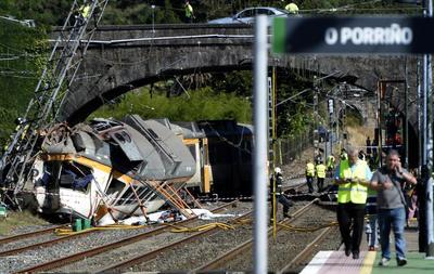 Descarriló tren en España: Hay unos 50 heridos