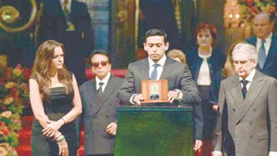 No eran sus cenizas: Acusan a familiares de Juan Gabriel