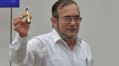 Líder de FARC llega a Colombia para conferencia en que aprobarán acuerdo paz