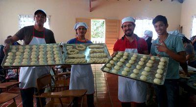 Antes eran adictos o limpiaban vidrios, hoy se reciben de panaderos y tienen otra oportunidad