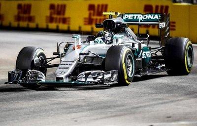 Rosberg traslada la presión