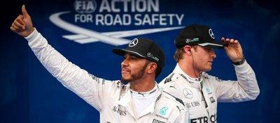 Hamilton logra la pole batiendo el récord de Sepang