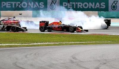 Ricciardo gana, Rosberg refuerza su liderato