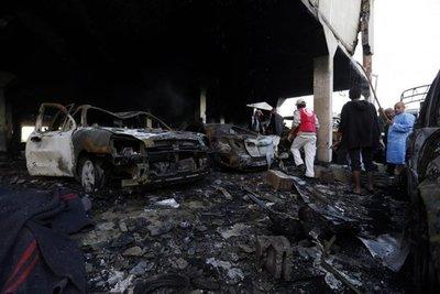 Bombardeo de coalición árabe provoca masacre en capital yemení