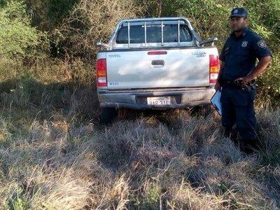 Hallan camioneta robada durante asalto