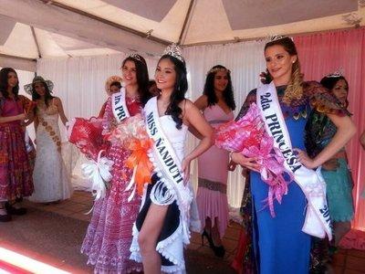 Desfile y elección de reina en Itauguá