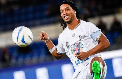 """Ronaldinho: """"Puede que siga hasta los 40"""""""