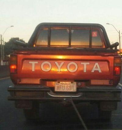 Roban una camioneta a plena luz del día