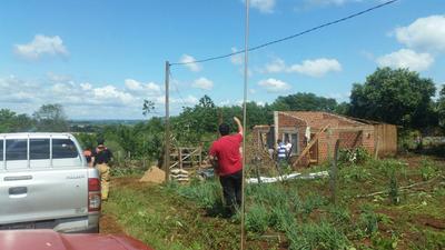 """""""Tornado"""" destechó unas 15 viviendas en Itapúa"""