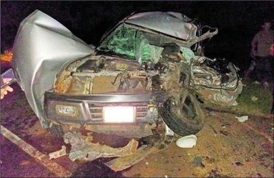 Colisión de vehículos en Ayolas deja tres muertos
