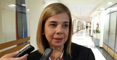 Después de destrozar el PGN,Desirée aprueba crédito BID