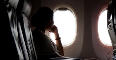 Por esta razón debes tener las ventanillas abiertas durante el despegue y aterrizaje de un vuelo