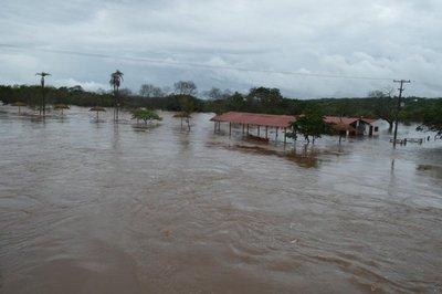 Casas bajo agua por desborde