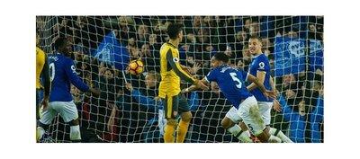 Everton enterró su mala racha y frenó al Arsenal