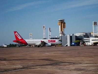 Vuelos cancelados a Argentina deja en tierra a 300 pasajeros