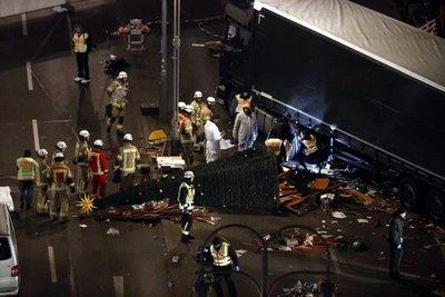 Suben a 12 los muertos en mercado navideño de Berlín